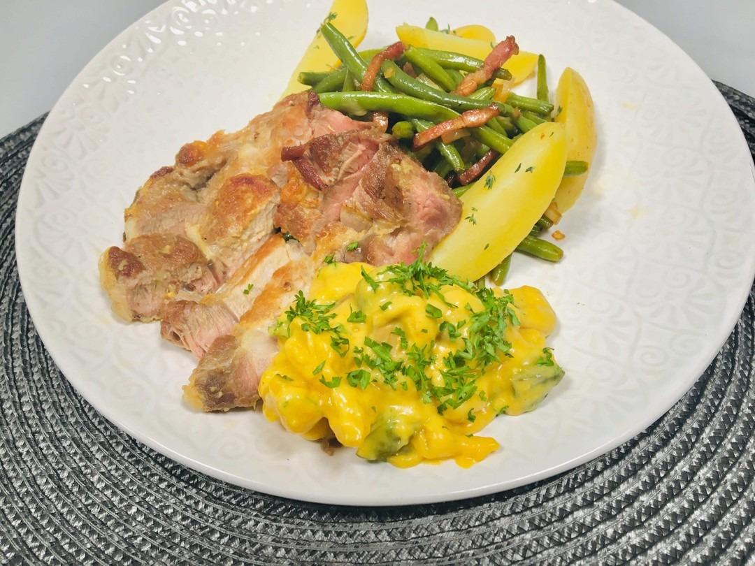gebakken varkensspiering met cross en Blackwell saus gepofte aardappelen en prinsessenboontjes  - Fishtime